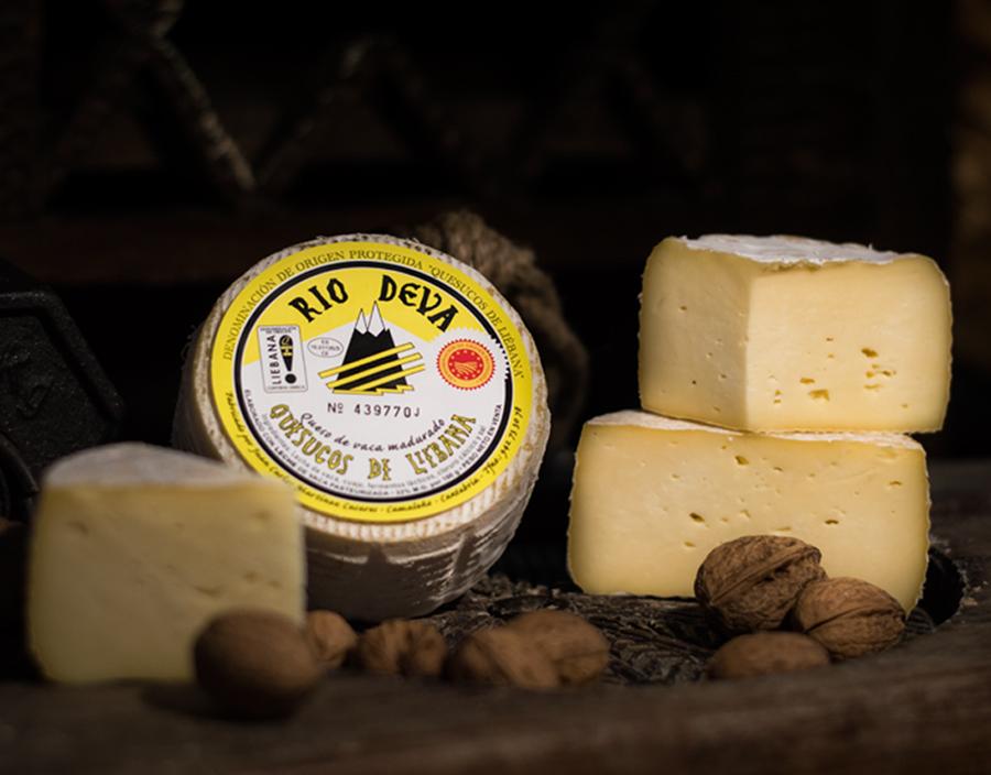 Quesuco de vaca elaborado en la quesería Río Deva