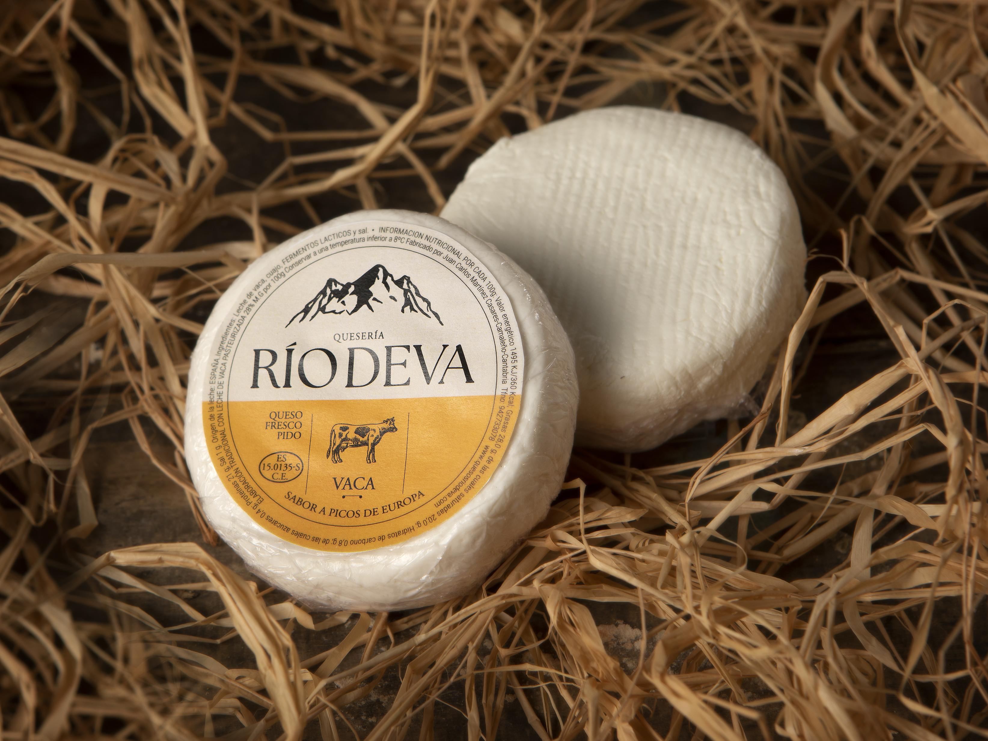 Queso fresco elaborado en la quesería Río Deva