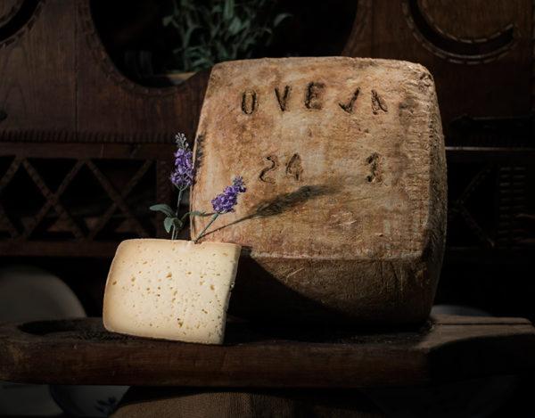 Queso de oveja curado elaborado en la quesería Río Deva