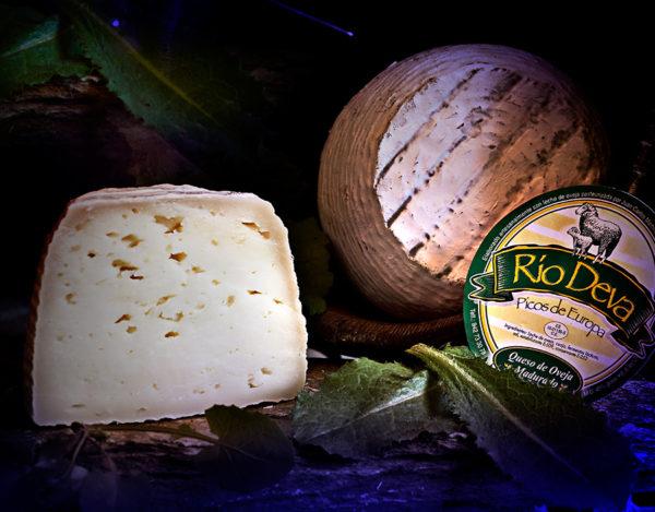 Queso de oveja madurado elaborado en la quesería Río Deva