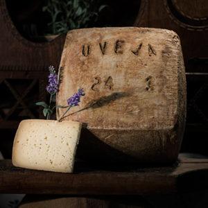 Queso curado de oveja elaborado en la quesería Río Deva