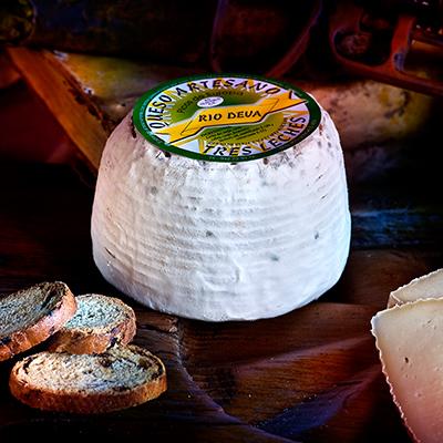 Queso tres leches elaborado en la quesería Río Deva