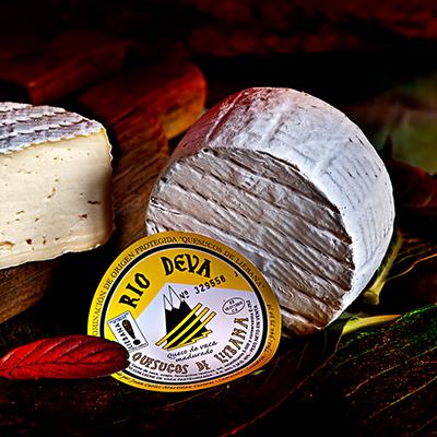 Queso azuluco de vaca de Liébana elaborado en la quesería Río Deva