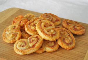 Palmeritas de queso curado y jamón de york